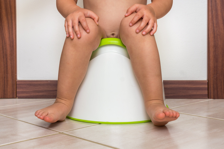Childissittingonbabypot